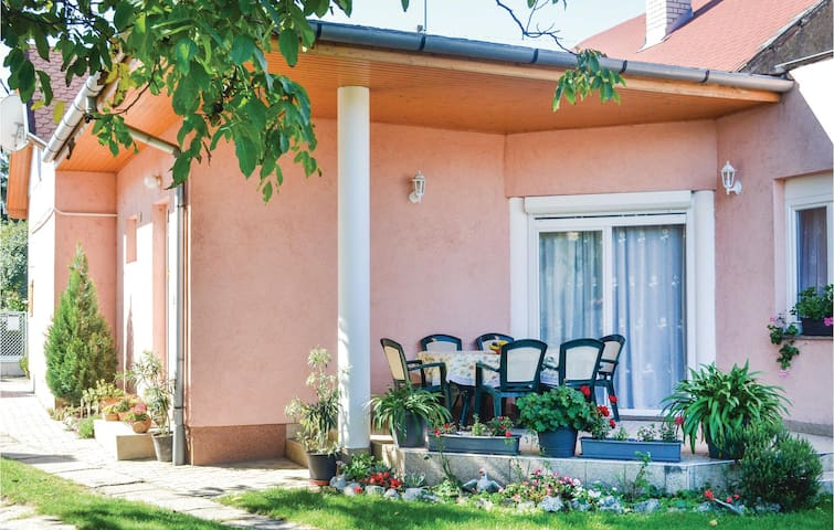 Holiday cottage with 3 bedrooms on 90m² in Balatonlelle