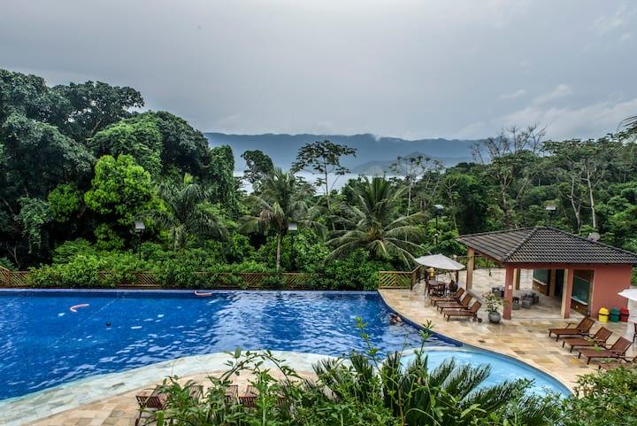 Charming sea view apartment in luxury condo