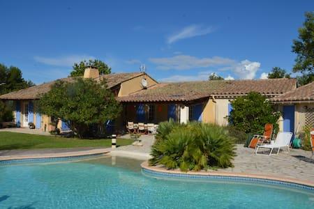 Villa provençale avec piscine chauffée et jardin - Pernes-les-Fontaines - Villa