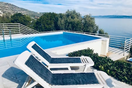 """ARGO"" SUITE-POOL-SEA VIEW-JUST 45min FROM ATHENS"