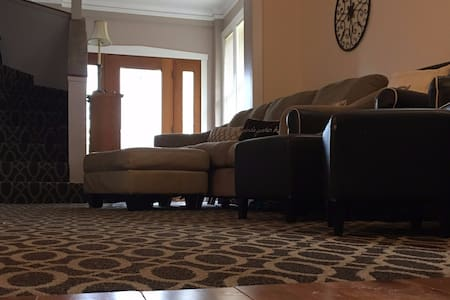 Private Studio Floor - Cozy & Up to 4 people - Franklin Park - Dům