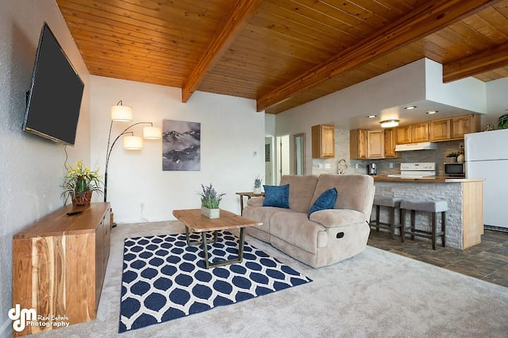Charming 2-bed in Midtown w/ WIFI