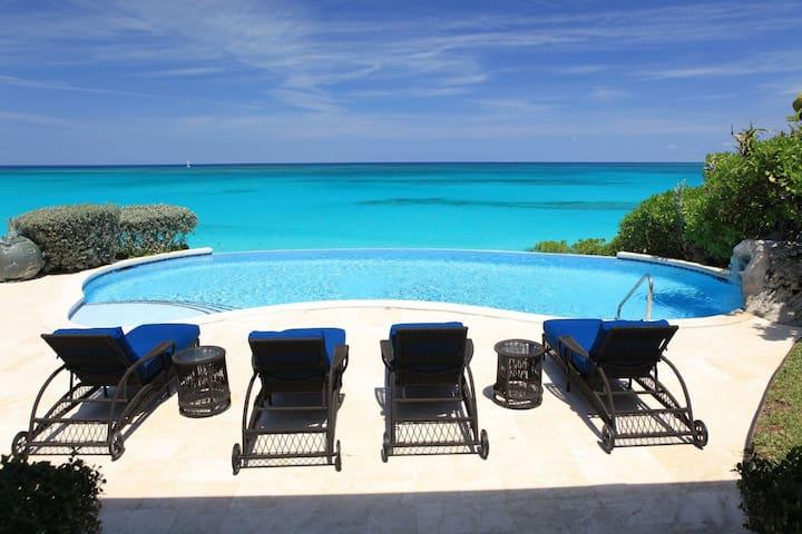 Lovely Ocean Front Villa, Northwest Nassau Island