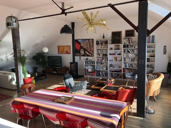 Grand loft avec garage