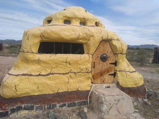 La Loma del chivo - Becka's Beehive