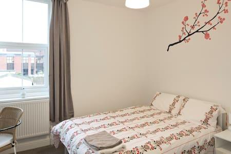 Ensuite Snug Room Regent Sq. - Doncaster - Rivitalo