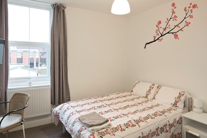 En-suite Snug Room - Regent Serviced Suites