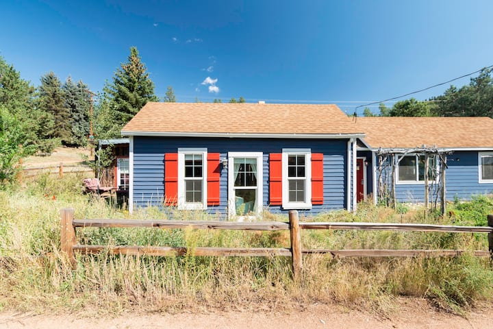 Cozy cottage in the center of historic Pine Grove
