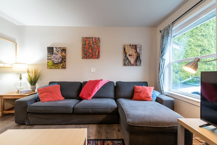 Comfy & homey 3 BR near Seattle & Airport.