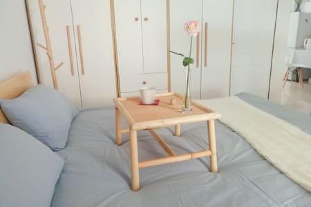 《风花雪月下南洋》市中心万达旁领show天地日式独立两室一厅可做饭可泡茶(距开元寺西街15分钟)
