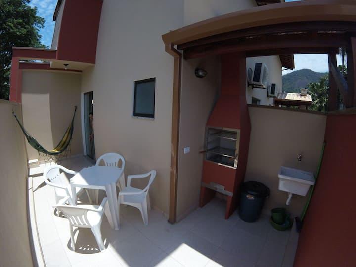 Aconchegante apartamento superior 5 pessoas 20m da praia