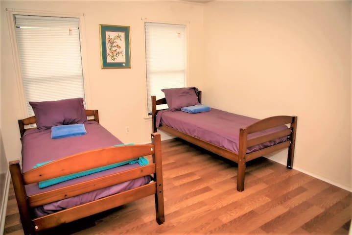 Relaxing Twin bed 15 min from Downtown (Women) #F