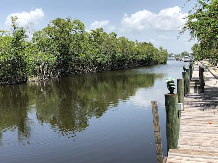 Mangrove Retreat (10 min walk minute to the beach)