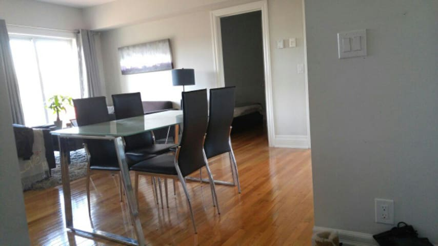 St.Clair West Apartment - Toronto - Apartament