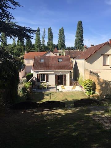 Maison centre de Chartres - Chartres - บ้าน