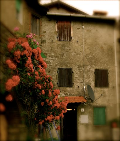 Typical Tuscany Village House, relax in the nature - Pescaglia - Huis