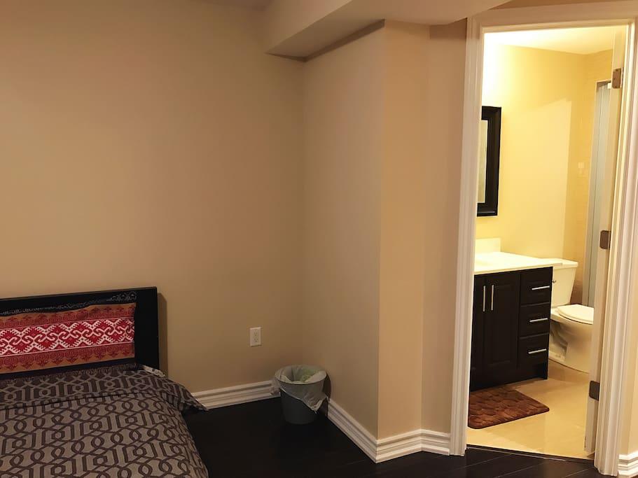 Luxury Master Bedroom Diamondclean Bathroom Houses For Rent In Toronto
