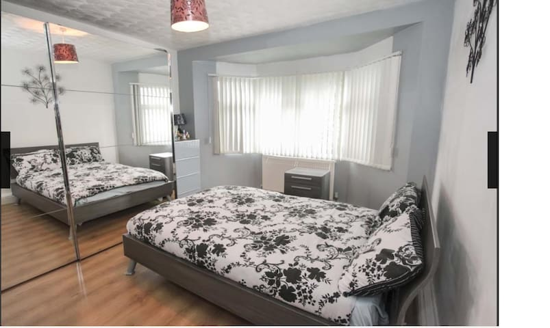 Newly Refurbished Large Double Rooms in Luton - Luton - House