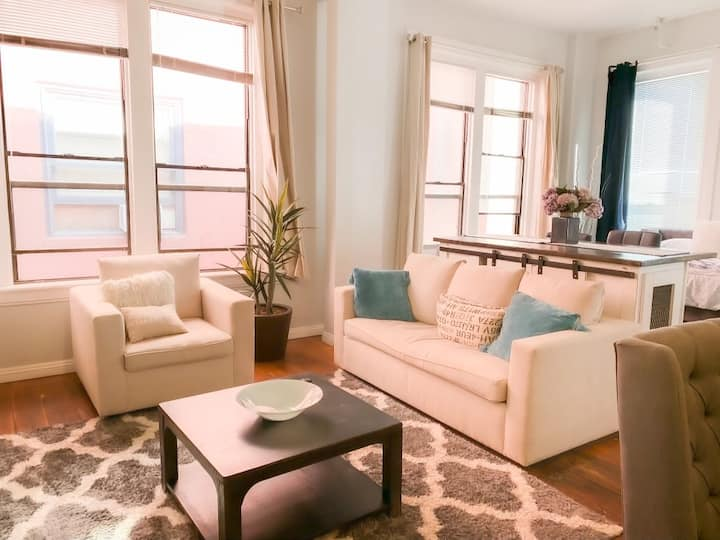 Loft in the❤️Downtown San Diego - (Strong WiFi & Parking) TopFloor - Workstation