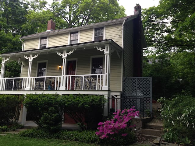 Rhinebeck jewel - quiet, central-vacation/business
