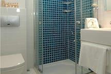 Inga Room Bathroom 2