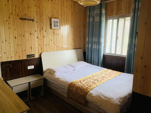 武当山太子坡五云居-温馨大床房