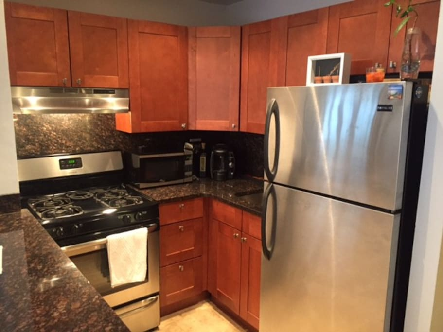 Full kitchen with new clean appliance