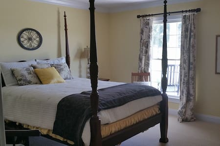 Lucy Belle Queen - Pembroke - Bed & Breakfast