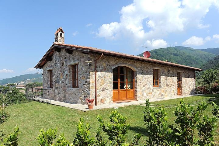 Villa con vista nella campagna lucchese