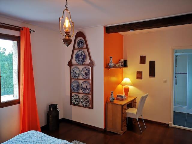 Domaine Pernot Chambres d'hôtes: Dutch room