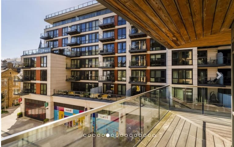 Luxury 2 bed flat in Dickens yard