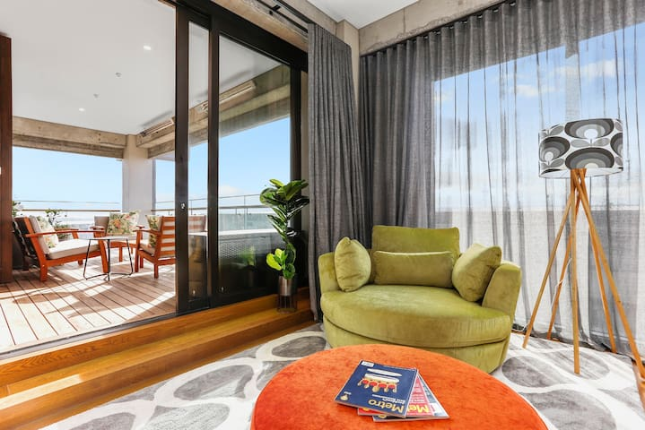 Glamorous escape with large sunny balcony in city