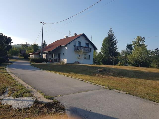 Rooms Sertić, Selište Drežničko 43a