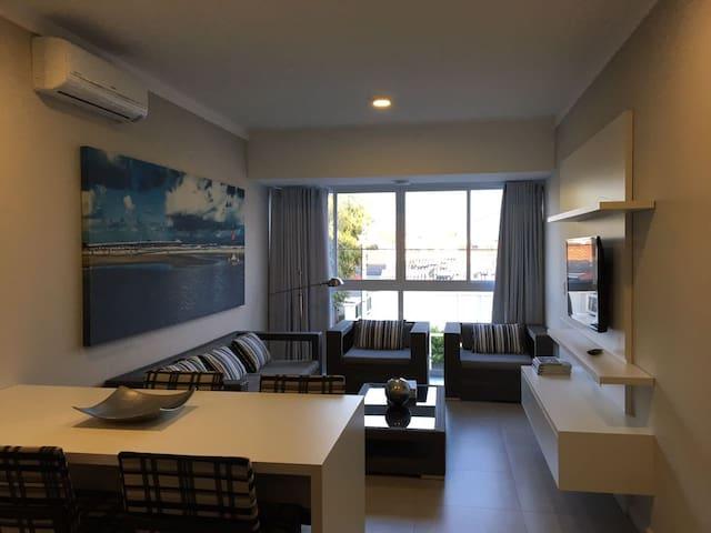 Apartamento novo, com churrasqueira, em Xangri-la. - Xangri-Lá - Apartment