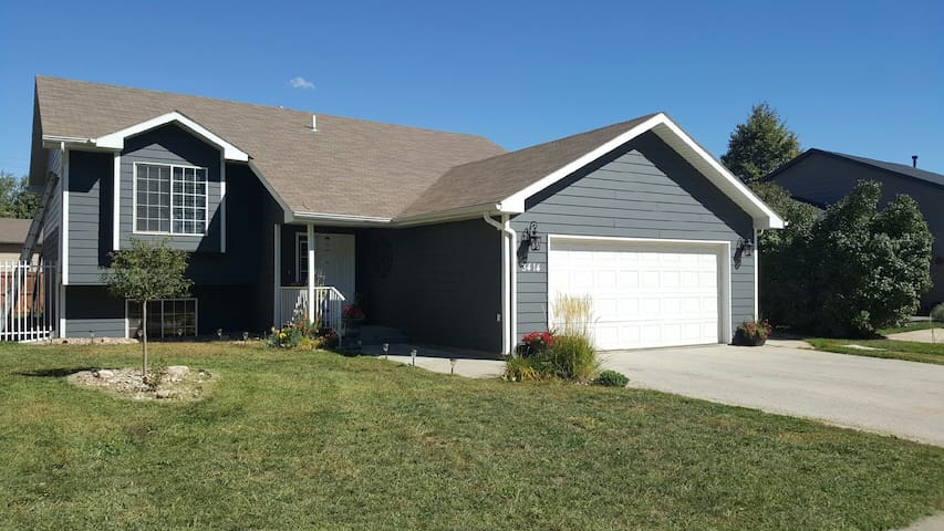 Peaceful Home with Garage Parking - Rapid City - Casa