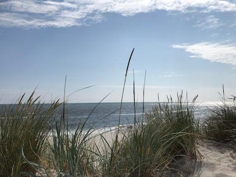 Njut av advent med öppen spis och strandpromenad.