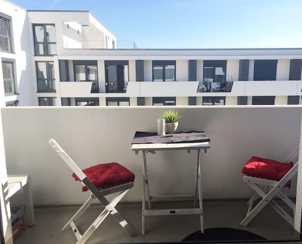 Modern Flat with Balcony - Freiburg im Breisgau - Apartment