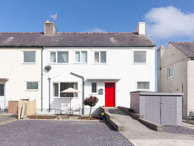 TY TAID, family friendly, with a garden in Cemaes Bay, Ref 979464
