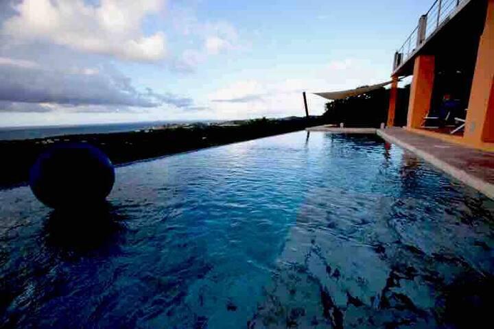 Villa Gallega, magical marble Pool, ocean views