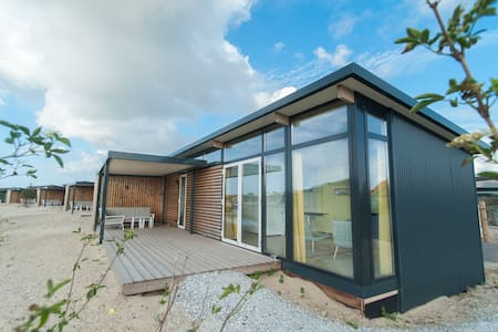 Comfy lodge with combi-microwave, near the beach