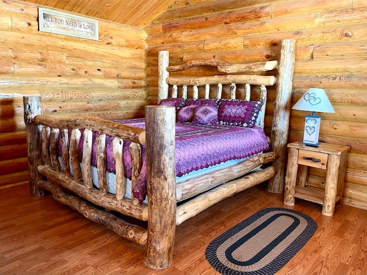 Private Cabin: One King Bed