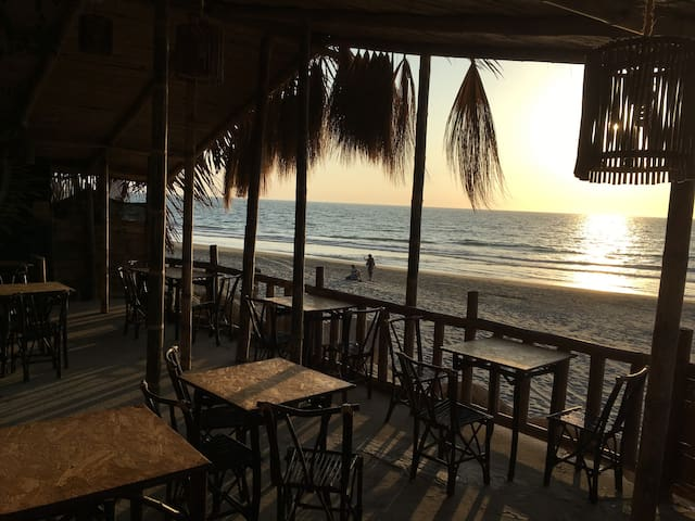 Beachfront Guest House - Relax and Relax