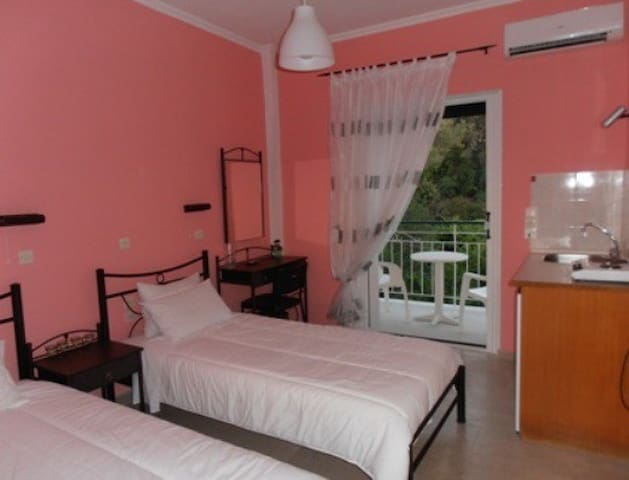 Elenas Garden -Superior Room  with two single beds