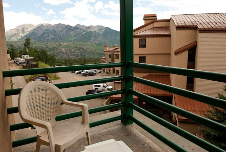 4th Floor Studio - Vews - Deck - Ski in/Ski Out - Affordable