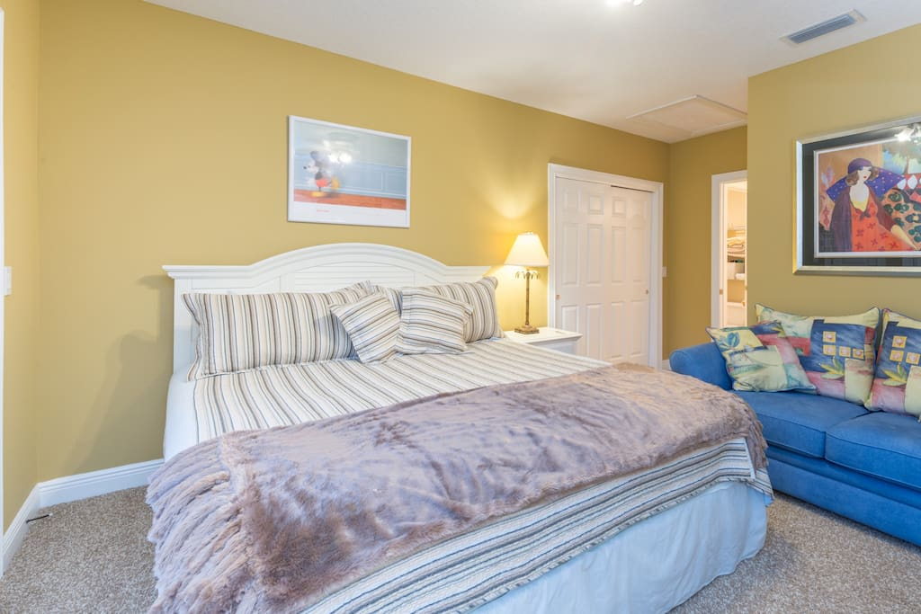 King size Guest bedroom available