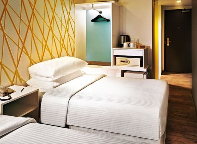 FIRST WORLD HOTEL DELUX 1
