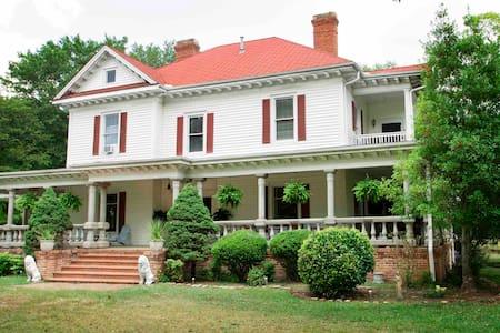 Historic Farmhouse-Entire Place Groups