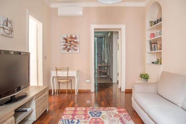 Charming, new & bright apt in the heart of Milan