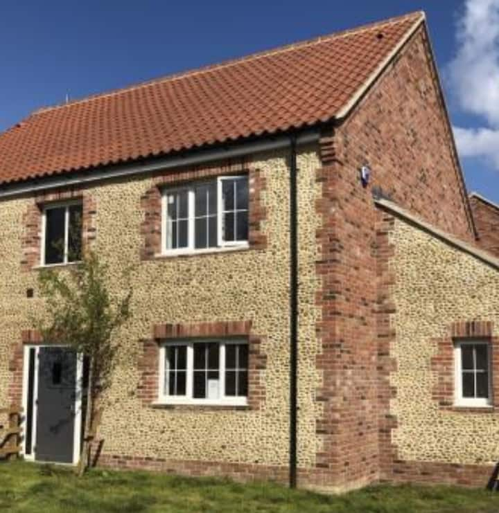 Flint Cottage, a charming home and dog friendly!