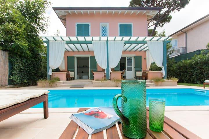 Villa Il Rifugio con piscina a 200 metri dal mare|